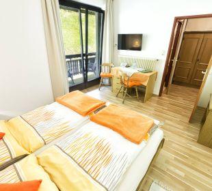 Doppelzimmer mit Balkon und Gartenblick BergPension Lausegger