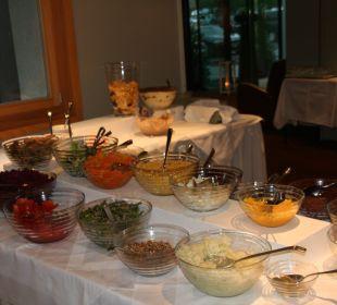 Buntes Salatbuffet Gorfion - Das Familienhotel