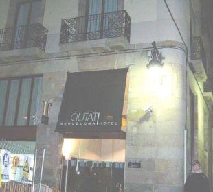 Eingang nachts Hotel Ciutat de Barcelona