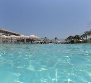 Snackbar inmitten des Pools Hotel Resort & Spa Avra Imperial Beach