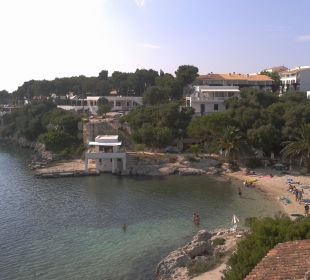 Rechts vom Bahia ist ein weiterer kleinerer Strand Hotel Poseidon Bahia