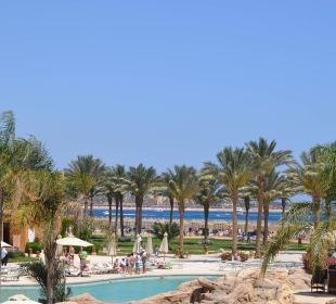 Blick über den Pool zum Meer Stella Di Mare Beach Resort & Spa Makadi Bay