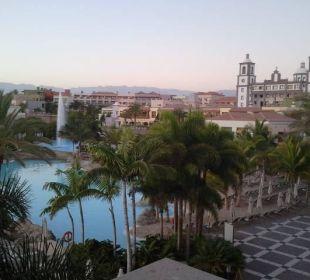 Pool und Blick auf Anlage Lopesan Villa del Conde Resort & Spa