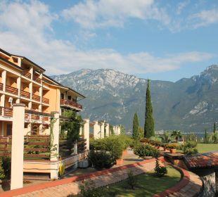 Blick über die Gartenanlage Hotel Caravel