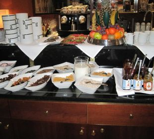 Buffet Small Luxury Hotel Das Tyrol