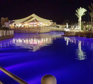 Die Anlage bei Nacht Dana Beach Resort