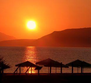 Sonnenaufgang am Hotelstrand Hotel Corissia Beach