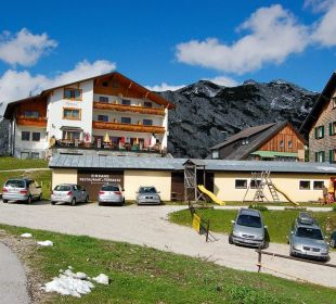 Hotel Alpenrose (links) Hotel Alpenrose