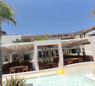 Terrasse vom asiat. Restaurant Hotel Resort & Spa Avra Imperial Beach