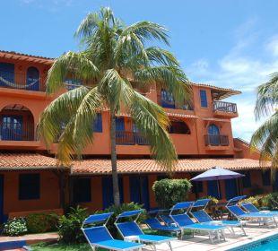 Sicht auf Hauptgebäude vom Pool Hotel Costa Linda