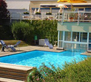 Pool mit Blick auf Terrasse Sporthotel Aktivpark Güssing