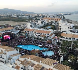 Vom Glaslift auf die Party-Area Ushuaia Ibiza Beach Hotel - The Tower / The Club