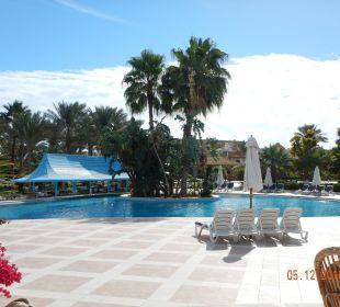 Ein schöner, großer, sauberer Pool Brayka Bay Resort