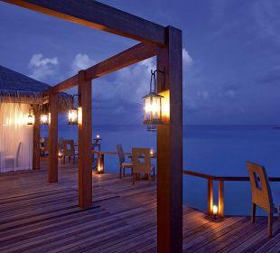 Manta Restaurant by night Hotel Constance Moofushi Resort