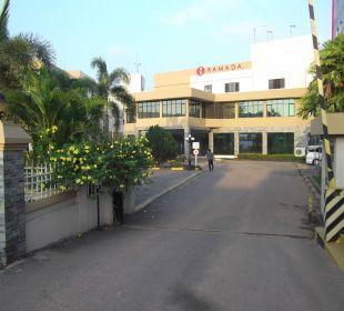 Hotelzufahrt Hotel Ramada Katunayake Colombo International Airport
