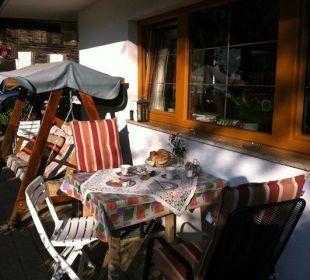 Frühstücksbuffet auch gerne mal in der Morgensonne Ferienpension Christl
