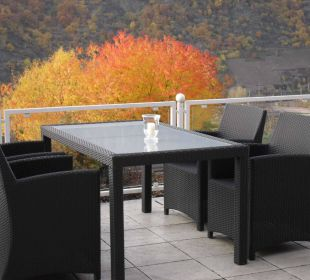 Terrasse im Herbst Moselromantik Hotel Thul