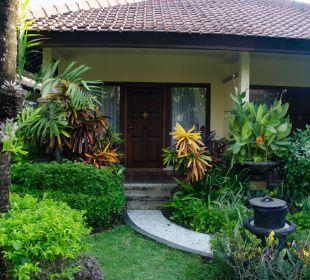 Frontansicht der Doppelhäuser COOEE Bali Reef Resort