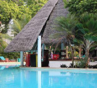 Blick zur Poolbar Hotel Traveller's Club