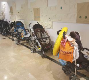 Wózki przed restauracją Bellis Deluxe Hotel