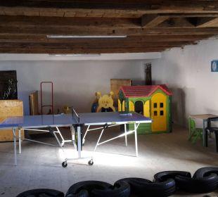 Tischtennis im ehemaligen Pferdestall nawu's Kinderhotel