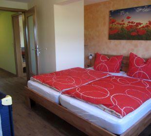 2. Schlafzimmer mit Doppelbett in der Fewo Hase Ferienbauernhof Oberjosenhof