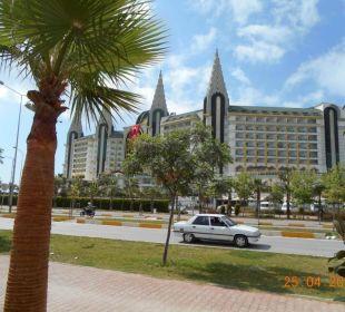 Von der Straße aus Hotel Delphin Imperial