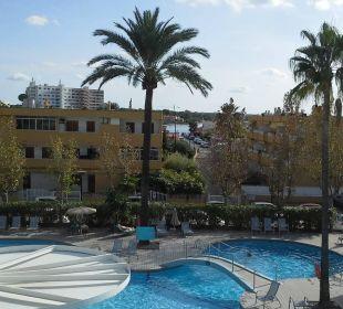 Ausblick von Zi.210 (Eckzimmer im 2.OG) JS Hotel Sol de Alcudia