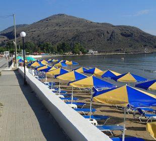 Strand links neben dem Hotel Hotel Corissia Princess