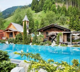 Infinity Pool & Hauskapelle Hotel Quelle Nature Spa Resort
