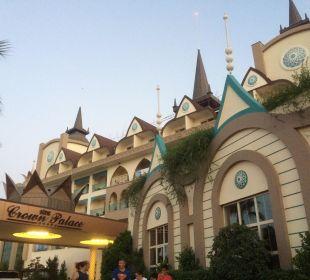 Eingang Hotel Side Crown Palace