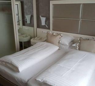 Doppelbett und Kleiderschrank Hotel Europa Splendid