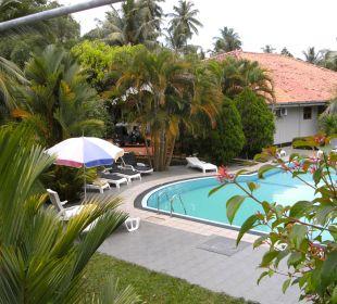Blick auf Pool Bougain Villa