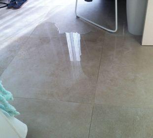 015 nach jedem Mal duschen.Mangel in allen Zimmern IBEROSTAR Santa Eulalia