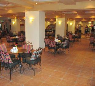 Lobby leider mit  den Gartenstühlen
