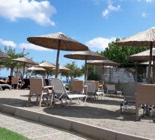 Bequeme, kostenlose Liegen Hotel Corissia Beach
