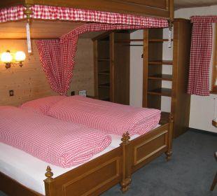 Kleineres Zimmer mit Himmelbett Hotel Waldgasthaus Lehmen