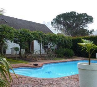 Gartenanlage mit Pool Hotel Rothman Manor