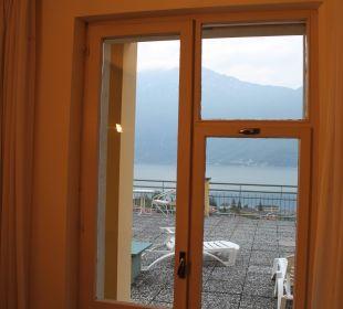 Blick aus dem Zimmer über die Terrasse auf den See Hotel Cristina