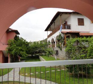 Z pokoju na parterze Hanioti Village Hotel