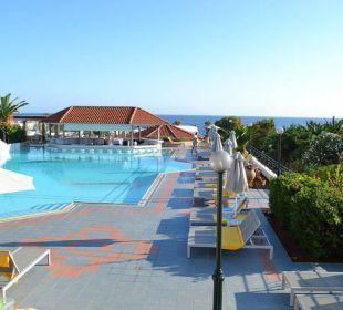 Poolanlage am Morgen früh AKS Annabelle Beach Resort