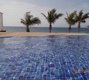 Oberer Pool mit Blick zum Meer VIK Hotel San Antonio