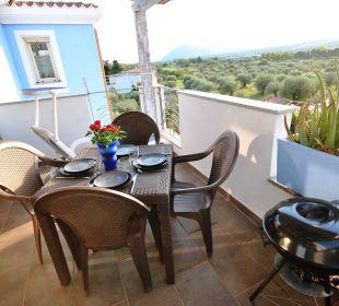 Balkon Wg ALOE 2. Stock mit Sicht auf Olivenhain Holiday Residence Rifugio