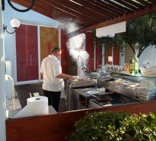 Grill mit Fleisch, Pasta, Omlette etc. Hotel Corissia Princess