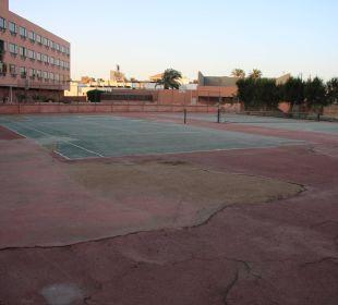 Lädt der Tennisplatz nicht zum Spielen ein?