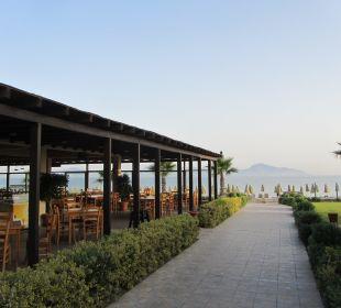 Der Weg zum Strand, vorbei am Strandrestaurant Hotel Horizon Beach Resort