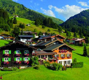 Hausbild Sommer Hotel Alpenhof Jäger