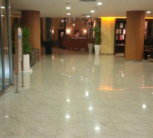 Rezeption, Lobby und Weg zu den Zimmern/Außenanlage Hotel Las Costas