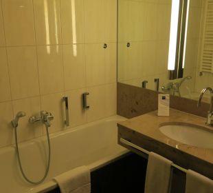 Badewanne und Waschbecken Dorint Hotel am Heumarkt Köln