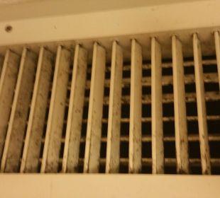 Nicht funktionierende und keimige Klimaanlage Hotel Vista Sol Punta Cana